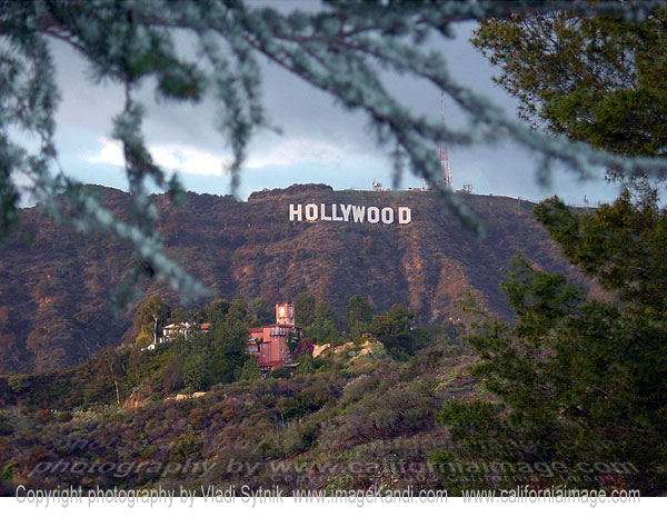 hollywood-sign-and-castillo-del-lago
